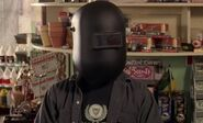 S03E11-Hank welding