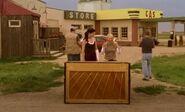 S04E10-Lacey Wanda piano outside