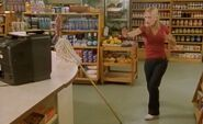 S02E09-Karen mop