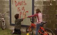 S02E13-Davis graffiti