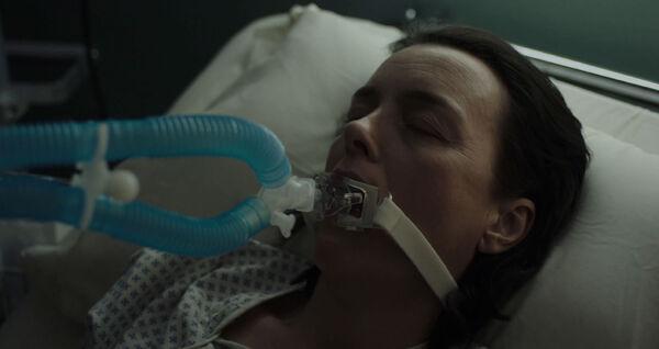 Olivia-Williams-as-Emily-Burton-Silk-Hospital-Counterpart-Season-1-Episode-1-The-Crossing.jpg