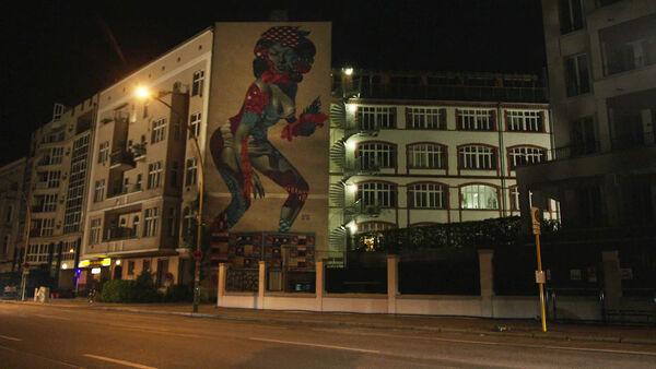 Nadia's-apartment--Am-Friedrichshain-33-in-Prenzlauer-Berg-Counterpart-Starz-Season-1-Episode-2-Birds-of-a-Feather.jpg