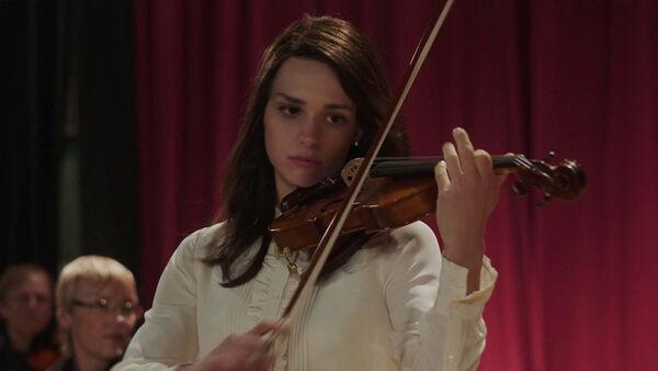 Sara-Serraiocco-as-Nadia-Feirro-plays-violin-Counterpart-Starz-Season-1-Episode-2-Birds-of-a-Feather.jpg