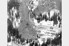 Le-16-avril-1970-une-avalanche-a-enseveli-dans-la-nuit-un-chalet-sur-le-plateau-d-assy-(haute-savoie)-76-personnes-dont-56-enfants-sont-tuees-dans-ce-glissement-de-terrain-photo-archives-le-dl-1521731564.jpg