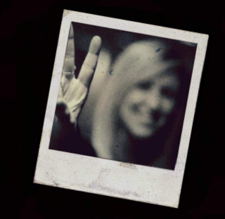 The Girl in the Photograph/DE