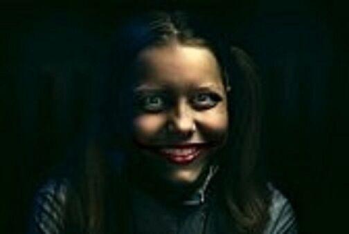 31116534-clown-teen-girl-con-un-sorriso-sinistro.jpg