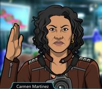 Carmen con un gesto de karate