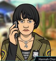 Hannah Con el teléfono, seria