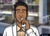 Amir Limpiándose la boca con un pañuelo