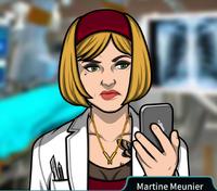 Martine Sosteniendo su teléfono