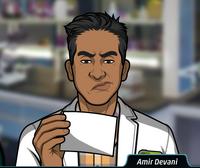 Amir Leyendo un papel1