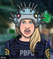 Amy usando un casco