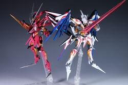 Villkiss and Enryugo Destroyer Mode Full-body Figure.jpg