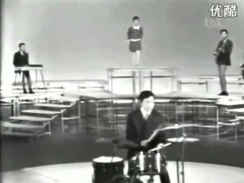 "Hibari Misora with The Blue Comets ""Makkana Taiyo Red Sun"" in 1967 Ace Tone Combo Organ"