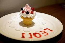 Good Smile Cafe x DRTA 2013 Food Maizono Cupcakes.jpg