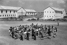 כפר בתיה- תחילת שנות החמישים