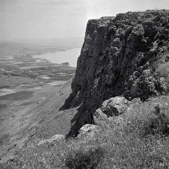 גליל תחתון - מראה נוף מצוקי הר ארבל-JNF003969