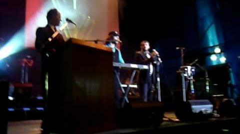 Choni_Singing_the_Menorah_Brachos_and_Maoz_Tzur