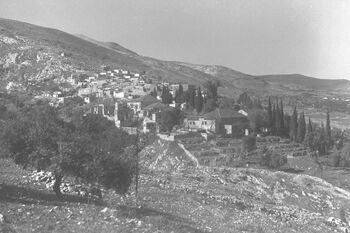 THE ARAB PART OF ROSH PINA ON TOP OF THE JEWISH VILLAGE. המושבה ראש פינה.D30-043