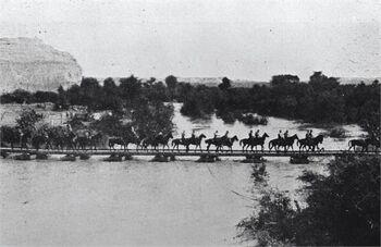 הירדן - הצבא הבריטי חוצה את הירדן.-JNF034553 1917