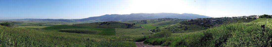 מראה פנורמי של רכס הכרמל מגבעות שייח אבריק בקריית טבעון - צילם: Oriaaaass הויקיפדיה העברית
