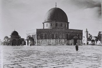 THE DOME OF THE ROCK ON TEMPLE MOUNT IN JERUSALEM. (COURTESY OF AMERICAN COLONY) כיפת הסלע בהר הבית בירושלים.D826-116