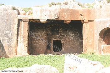 קברים מבית שני בחורבת כורכוש111