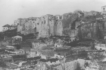 THE JEWISH QUARTER IN THE OLD CITY OF JERUSALEM, WITH THE MOGRABI NEIGHBORHOOD IN THE FOREGROUND. (COURTESY OF AMERICAN COLONY) הרובע היהודי בעיר העתיקה בירושלים.