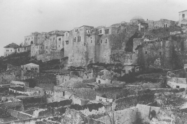 THE JEWISH QUARTER IN THE OLD CITY OF JERUSALEM, WITH THE MOGRABI NEIGHBORHOOD IN THE FOREGROUND. (COURTESY OF AMERICAN COLONY) הרובע היהודי בעיר העתיקה בירושלים..jpg
