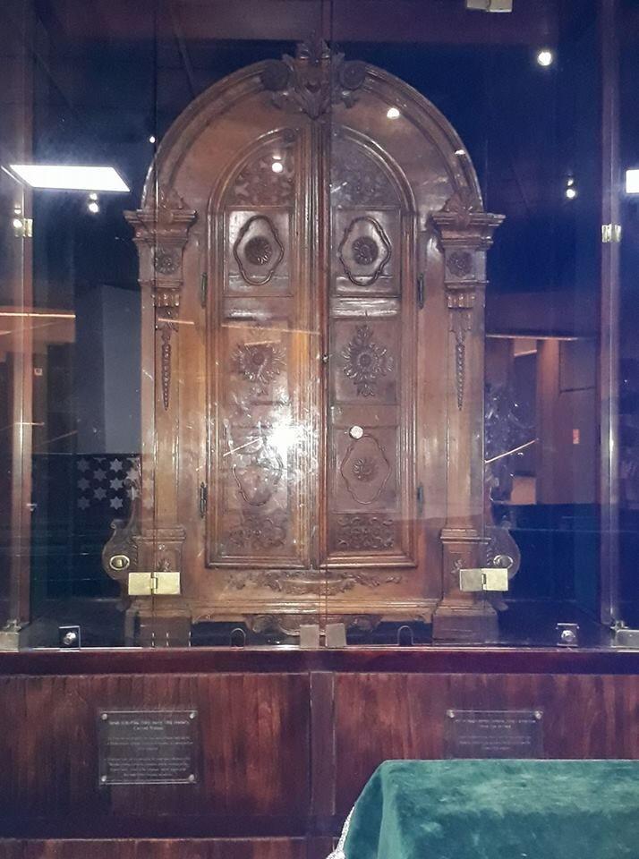 ארון הקודש מהמאה ה-17 מתחנה יהדות פיזה לצהל מוצב בבית הכנסת באתר השריון בלטרון