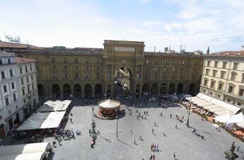 Piazza Repubblica Firenze Apr 20089-Piazza Repubblica Firenze Apr 2008