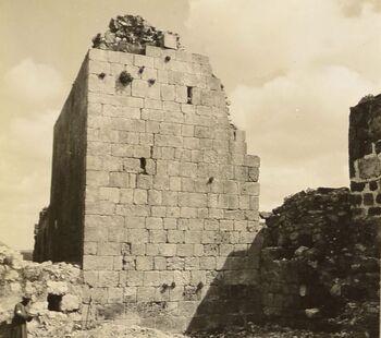 קיר בית הכנסת העתיק באשתמוע