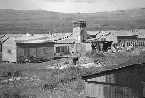 נחלים (ארגון ירושלים) - מצודת אוסישקין ד' המשק המשותף בצפון החולה-JNF034584 1940