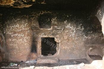 קברים מבית שני בחורבת כורכוש555