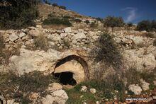 מערת קבורה בעליה הדרומית של ארטבה
