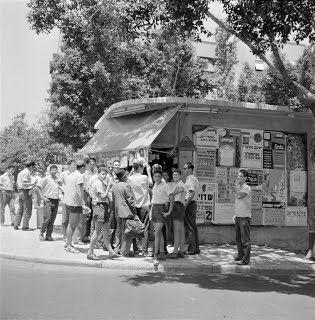 Willem van de Poll קיוסק בפינת שדר וחשמונאים 1962