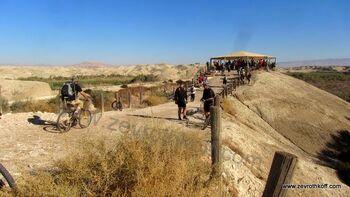 המצפה על נהר הירדן