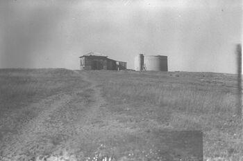WATER RESERVOIR AND HUT AT MOSHAV KFAR HAROEH IN THE HEFER VALLEY. צריף ומאגר מים במושב כפר הרועה בעמק חפר.D28-010