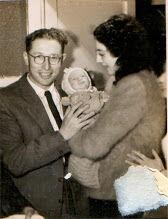 מוטי התינוך עם אימא שלו - אחותי