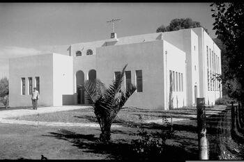 GENERAL VIEW OF THE GREAT SYNAGOGUE, DONATION OF LIBA RICHELSON, IN KFAR SABA. מראה כללי של בית הכנסת הגדול נדבת הגב' ליבה ריכלסון בכפר סבא.D623-013