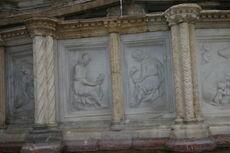 Perugia - Fontana Maggiore - 6 - Romolo e Remo - Foto G 5 ago 2006