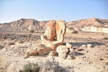 הסלע המוזר