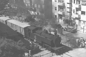 A GOODS TRAIN STEAMING ALONG YEHUDA HALEVY ST. IN TEL AVIV. רכבת תובלה עוברת ברחוב יהודה הלוי בתל אביב.D26-035