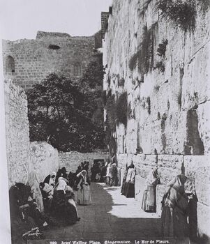 WORSHIPPERS AT THE WESTERN WALL (WAILING WALL) IN THE OLD CITY OF JERUSALEM. (COURTESY OF AMERICAN COLONY) מתפללים בכותל המערבי בעיר העתיקה בירושלים.D826-061