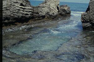 בחוף דואר תעלת מים מלאכותית מעגן