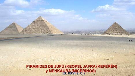 הפירמידות 77