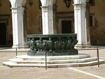 Venice, Doge's Palace, Inside yard