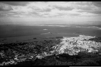 VIEW OF HAIFA BAY AND THE LOWER CITY. העיר חיפה. צילום כללי של מפרץ חיפה והעיר התחתית.D269-086