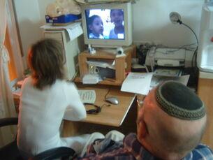 זאב מדבר עם נכדיו, הבנים של בילהה, באמצעות הסקייפ
