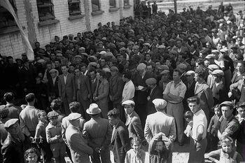A DEMONSTRATION FOR JEWISH LABORERS, HELD IN THE CENTER OF KFAR SABA. הפגנה למען הפועל היהודי, במרכז המושבה כפר סבא.